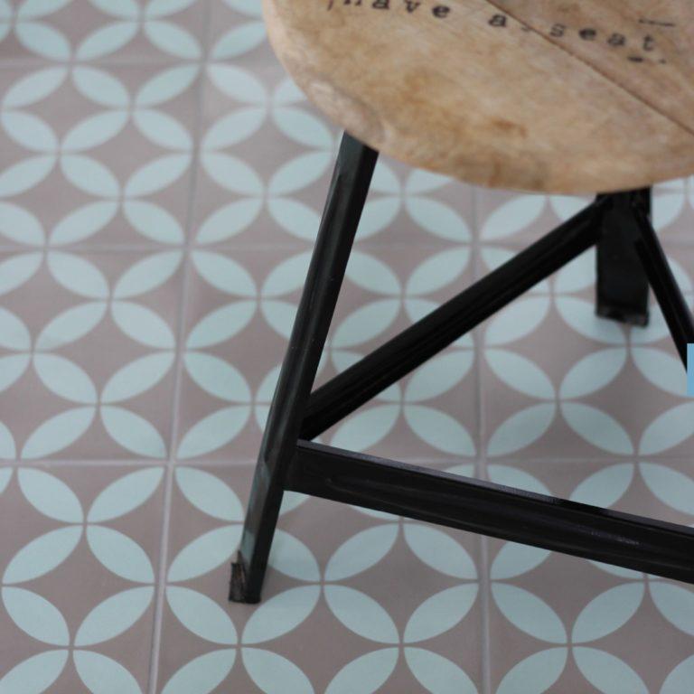 Cementtegels als vloertegels voor de hal, keuken of toilet
