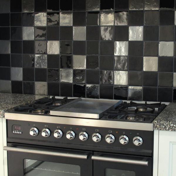 Handgevormde tegels in verschillende kleuren en uitvoeringen vind je bij top tegel 04 - Keuken zwarte tegels en witte ...