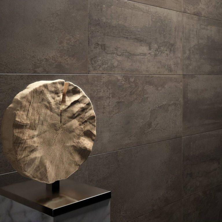Rechthoekige keramische tegels, de meest geplaatste tegel aan de wand.